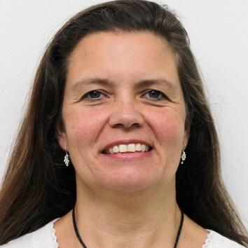 Professor Alessandra Tumonis Fernandes